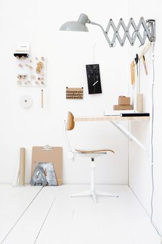 Home Office inspiration Decoration Chic, Decoration Inspiration, Decor Ideas, Small Workspace, Office Workspace, Office Setup, Study Office, Desk Space, Workspace Inspiration