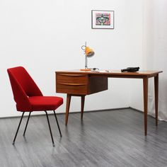 Gracile 1950s desk, Scandinavian style - www.velvet-point.com