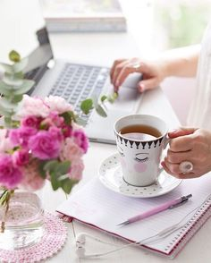 Office Decor, Home Office, Mothers Day Breakfast, Workspace Inspiration, Coffee Photography, Photos Tumblr, Coffee And Books, Coffee Break, Mary Kay