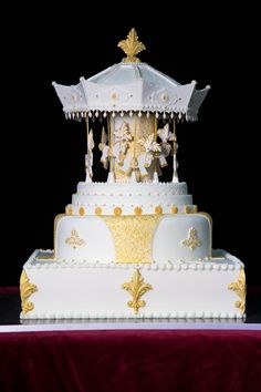 CAROUSEL CAKE- pubblicato in Cucina Chic Cake Design n°20/21 by Red Carpet Cake Design®