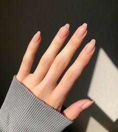 Semi-permanent varnish, false nails, patches: which manicure to choose? - My Nails Aycrlic Nails, Nude Nails, Hair And Nails, Manicures, Nail Manicure, Coffin Nails, Classy Nails, Stylish Nails, Pink Nail Designs