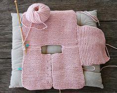 crochet baby cardigan Baby Cardigan Making Erzhlt und Illustriert, # babycartoon . How To Start Knitting, Knitting For Kids, Free Knitting, Baby Knitting Patterns, Baby Patterns, Cardigan Bebe, Knitted Baby Cardigan, Tricot Baby, Diy Crafts Knitting