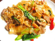 Thai Drunken Noodles - foodista.com  Exchange oyster sauce w vegetarian/mushroom sauce; white soy sauce instead of fish sauce.  Addendum: Sauce was approx 1-2 TBS vegetarian mushroom sauce, 1 TBS sake sauce, 1-2 tsp rice wine vinegar, sprinkles of golden mountain sauce. About 2 small red chillies, 1/2-1cup thai basil. Bell pepper make it sour (not as nice).