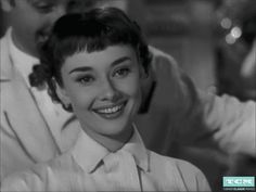 Audrey Hepburn Roman Holiday, Aubrey Hepburn, Audrey Hepburn Photos, Images Maudites, Holiday Gif, Glamour World, Turner Classic Movies, She Wolf, I Believe In Pink