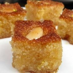 Hareeseh with almonds---a delicious arabic dessert. Other good Middle eastern desserts on this page! Arabic Dessert, Arabic Sweets, Arabic Food, Middle East Food, Middle Eastern Desserts, Lebanese Desserts, Lebanese Recipes, Greek Sweets, Puddings