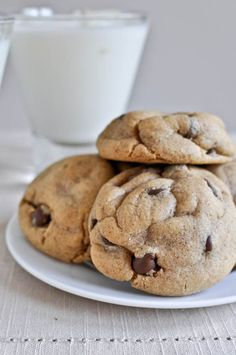 Puffy Peanut Butter Cookies with Chocolate Chips I howsweeteats.com