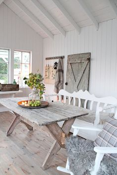 You can`t use up CREATIVITY. Country Decor, Farmhouse Decor, Estilo Cottage, House Shelves, Swedish Decor, Vibeke Design, Home Comforts, White Rooms, Vintage Shabby Chic