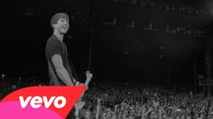 5 Seconds Of Summer - She's Kinda Hot (Live).