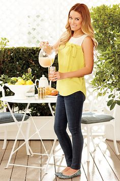 A go to outfit for spring and fall- blouse with skinny jeans and flats. Love that shirt!