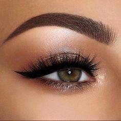 #EyeMakeupGlitter Wedding Makeup For Brown Eyes, Best Wedding Makeup, Wedding Makeup Looks, Winter Wedding Makeup, Wedding Hijab, Homecoming Makeup, Prom Makeup, Bridal Makeup, Dress Makeup