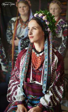 of # - Ukraine - Girls - Cities- Travel - Kiev - Odessa Ukraine Women, Ukraine Girls, Folk Clothing, Historical Clothing, Folk Fashion, Ethnic Fashion, Photo Trop Belle, Mode Russe, Estilo Popular
