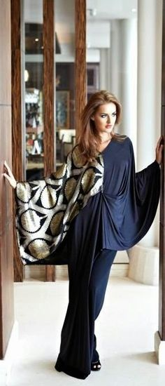 Bisht style abaya is a long loose abaya. Bisht abaya is best for those women who want to cover their Arab Fashion, Islamic Fashion, Muslim Fashion, Modest Fashion, Look Fashion, High Fashion, Womens Fashion, Classy Fashion, Mode Abaya