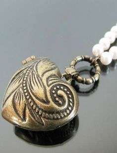 Fashion Antique Engraved Openable Heart Necklace