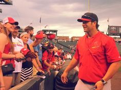Mike Matheny making the most of a rain delay.