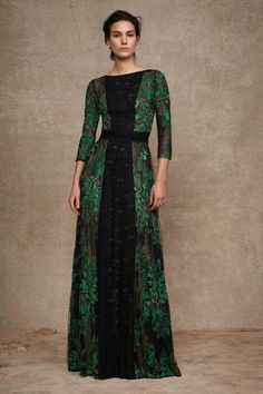 earth Tadashi Shoji Pre-Fall 2016 Fashion Show Fall Fashion 2016, Fashion Show, Autumn Fashion, Fashion Design, Modest Fashion, Fashion Dresses, Moda Outfits, Mode Costume, Fashion Magazin