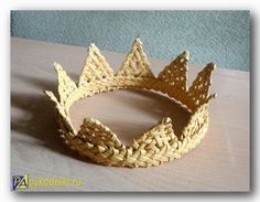 crown of paper, how to make a crown, a crown made of paper with his own hands, the crown of the newspapers Flax Weaving, Willow Weaving, Weaving Art, Basket Weaving, Make A Crown, Big Basket, Weaving Designs, Birch Bark, Old Magazines