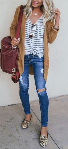 Elegant outfit with blue ripped jeans and stripped t-shirt The Top 5 Fashion Basics for Cute Casual Teen Outfits How To Wear Cardigan, Cardigan Outfits, Outfit Jeans, Summer Cardigan Outfit, Mustard Cardigan Outfit, Cardigan Fashion, Cheetah Cardigan, Cardigan Shirt, Kimono Outfit