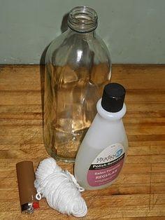 Cortar las botellas de cristal es muy facil. Solo necesitamos una cuerda, un bote de alcohol y un mechero. Mojamos la cuerda en el alcohol y damos varias vueltas donde queremos cortar la botella. Tensamos bien, prendemos fuego a la cuerda y cuando la llama esta a punto de apagarse metemos la botella en agua muy fria. Al sacarla con un golpecito suave se cortará por donde estaba la cuerda. Si la botella tiene algun fallo no funciona.