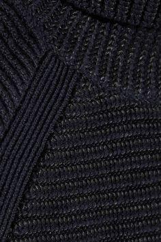 Laine mérinos mélangée bleu marine et noire S'enfile simplement 65 % laine mérinos, 35 % viscose Nettoyage à sec