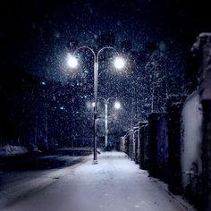 Snowing At Night photography street lights snow winter winter photography Winter Szenen, I Love Winter, Winter Magic, Winter Night, Winter Holiday, Winter Photography, Night Photography, Vampire Knight, Snow Night