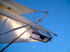Struttura effimera multimediale itinerante Origamistand. Patented process. Schema degli elementi componenti la versione bar effimero. Si basa su un principio di equilibrio elastico anzi che statico. Questo permette di ottenere grandi resistenze a colpi di vento e terreni non piani. dettaglio della cupola per i proiettori.