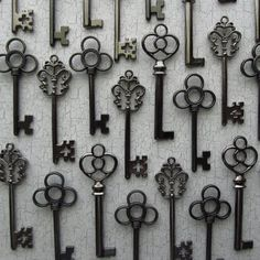 The Antero Collection Skeleton Key by SisterNomadSupplies for wedding favors and seating.