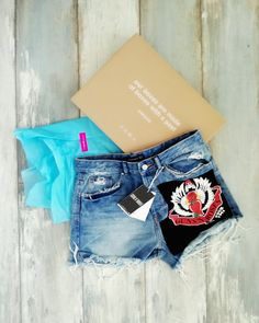 Guns n roses. Guns N Roses, Rock Revival, Jean Shorts, Zara, Jeans, Fashion, Denim Shorts, Moda, La Mode