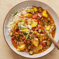 No one will miss the meat in this satisfying stew (it's also vegan! It starts with a roux and the holy trinity of onion, celery, and bell pepper, then calls for both fresh ingredients (okra and yellow squash) and canned (tomatoes and black-eyed peas). Vegetarian Gumbo, Vegan Stew, Chili Recipes, Vegan Recipes, Delicious Recipes, Shrimp And Rice, Dinner Recipes, Dinner Ideas, Veggies