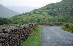 These Iconic Walls In Ireland Have Lasted Years, But Are Held Together By Nothing -   Ireland is known for its rolling green hillsides and expansive skies. Yet if you travel across the Emerald Isle, you'll notice something else, too: hundreds and hundreds of miles of stone walls zig-zagging across the fields. These intricate walls parcel the land into strange shapes that...