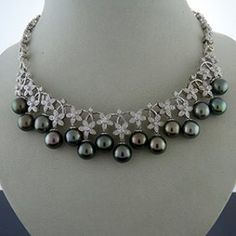 Tahitian Pearl and Diamond Gold Necklace : Lot 24