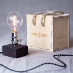 Настольный светильник в ретро стиле из древесины венге Edison Wenge Mini 4. Лампа Эдисона 40W с винтажным цоколем серебренного цвета и регулятором яркости | СветильникиНастольный светильник в ретро стиле из древесины венге Edison Wenge Mini 4. Лампа Эдисона 40W с винтажным цоколем серебренного цвета и регулятором яркости | Светильники — Интернет-магазин — Часы из дерева. Деревянные галстук-бабочки и запонки