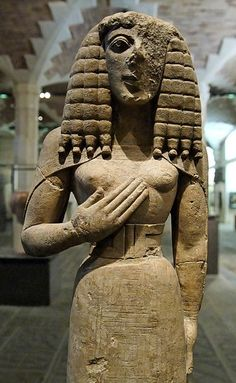 "Lady of Auxerre this early Archaic (""Daedalic"") image from Crete may represent a version of the Minoan goddess that Karl Kerenyi identified with Kore or Persephone. The statue postdates the end of Minoan culture by 700 years. Ancient History, Art History, Minoan Art, Bronze Age Civilization, Estilo Tribal, Daughter Of Zeus, Auxerre, Ancient Goddesses, Mycenaean"