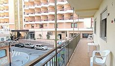 with a large terrace of about 20 meters and overlooking the sea, bright for its south orientation. well located close to everything, beach, transport, business etc .. it has 3 bedrooms and 1 bathroom kitchen equipped with oven, dishwasher, washing machine, refrigerator, microwave ... in los boliches.