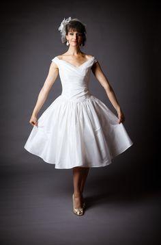 Informal Outdoor Short Wedding Gown Dress Off by CicadaBridal, $1100.00
