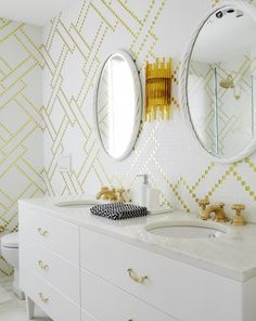 Cool tile detail in this bathroom