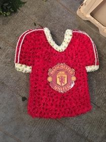Beautiful Funeral Flowers delivered in Colchester Manningtree Essex 01206 394496 Colchester Essex, Funeral Tributes, Flowers Delivered, Retro Men, Eye For Detail, Funeral Flowers, Man United, Football Shirts, Art Studios