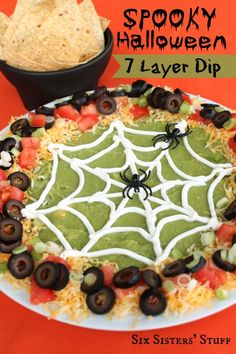 Spooky Halloween 7 Layer Dip Recipe - Six Sisters' Stuff. Would be fun for our next Halloween party. Halloween Dip, Halloween Goodies, Halloween Food For Party, Halloween Birthday, Halloween Cupcakes, Holidays Halloween, Halloween Treats, Happy Halloween, Family Halloween