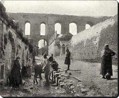 Kırk çeşmeler Kanuni Sultan Süleyman ; Mimar Sinan dan İstanbul un su ihtiyacını karşılamasını ister.Bunun üzerine araştırmalar  yapan Mimar (Çatalca dan  Beşiktaş a kadar o zamanki dereleri akarsuları) Kağıthane çevresinde toplayıp  su yollarıyla şehrin değişik yerlerindeki 40 çeşmeden su akmaya başlar.(1554 - 1560)