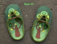 Adorable felted shoes!  This gal makes some amazing felted pieces!  Julia Rossi: Fieltro accesorios
