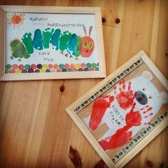 手形アートご存じですか? 赤ちゃんや小さなお子さんでも気軽に絵具遊びを楽しむことができて、手形や足形が残るので成長の記念にもなります。 使用する絵具を布製のものを使えば、洋服や鞄などにペイントして世界でたった1つのオリジナル作品ができあがるので、プレゼントにも最適ですよ。 デザインはママの想像力次第なので無限 Baby Feet Crafts, Baby Footprint Crafts, Footprint Art, Baby Drawing, Drawing For Kids, Art For Kids, Diy And Crafts, Crafts For Kids, Arts And Crafts