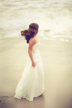 Gorgeous photo... Beach wedding photography MUST.