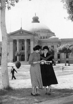 Two young female students, 1951 King Fuad I University ( Cairo University ) Old Egypt, Cairo Egypt, Monuments, Cairo University, 17th Century Art, Visit Egypt, North Africa, Vintage Photographs, Old Photos