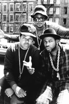 Rap group Run DMC during their heyday., DJ Run ( Jason Simmons), DMC (Darryl McDaniels) and Jam Master Jay (Jason Mizell). Run Dmc, 90s Hip Hop, Hip Hop Rap, 90s Theme Party Outfit, 4 Elements, Hip Hop Classics, Old School Music, Beastie Boys, Fotografia