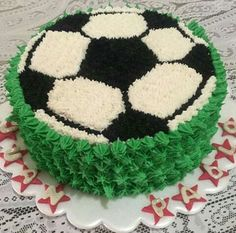 You are in the right place about Soccer Cake design Here we offer you the most beautiful pictures ab Cake Decorating Videos, Birthday Cake Decorating, Cake Decorating Techniques, Soccer Ball Cake, Soccer Cakes, Soccer Birthday Cakes, Birthday Sheet Cakes, Rodjendanske Torte, Sport Cakes
