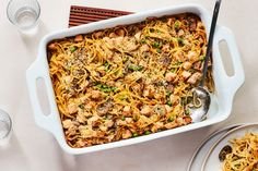 Feeding the masses This easy turkey tetrazzini recipe is the perfect way to enjoy leftover Thanksgiving turkey. Turkey Broth, Turkey Soup, Turkey Tetrazzini Easy, Turkey Croquettes, Leftover Turkey Recipes, Turkey Leftovers, Turkey Enchiladas, Gourmet Cooking, Turkey Sandwiches