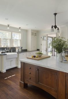 corner cabinet to counter; nice island ahearn_osterville-captains-compound_53