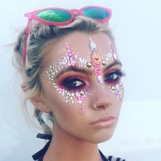 ♢ NEW look on our menu... 'PIXIE' including our gorgeous TAHITIAN GOLD JEWELS Painted by: @kimberleyannecreate Model: @heatherlinesmua ✨ ♢ #itsinyourdreams #facegems #glitter #makeup #beauty #facepaint #painting #pink #beautiful #festivals #summer #gorgeous #wilderness #burningman #summer2017 #elrow #festivalno6 #beautybalm