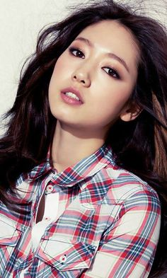 Park Shin Hye has a perfect jaw line.