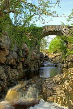 Packhorse Bridge, Ribblehead, Yorkshire Dales National Park by Ian G7KXV, via Flickr