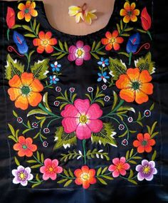 Textiles Embroidery Stitches, Embroidery Patterns, Hand Embroidery, Mexico Art, Textiles, Diy Canvas Art, Fabric Painting, Crochet Necklace, Sewing